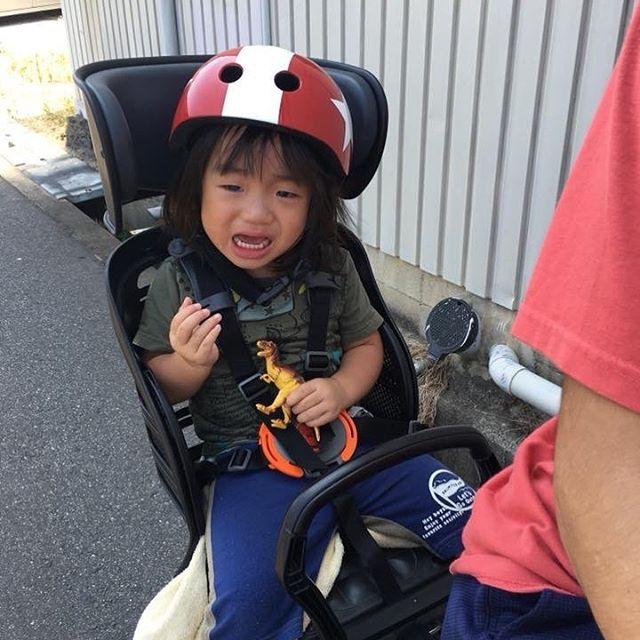 これも発達の1ページ(汗)ヘルメットにチャレンジ!