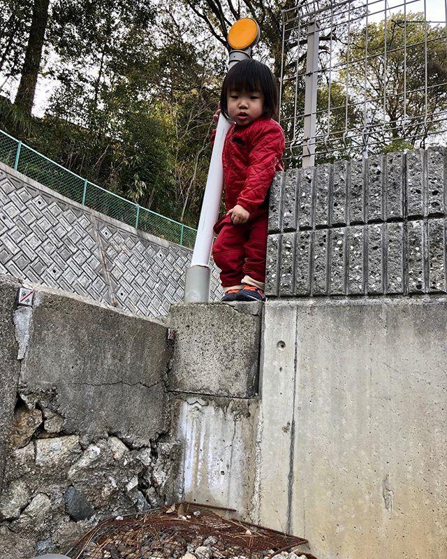 【発達する子育て】飛び降りてみようかなぁ…ってな息子をハラハラしながらも、すぐには止めません☆シッカリ見守りながら、思う存分やらせてあげます(^^)☆#発達障害#子育て#反射の統合